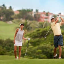 couple-playing-golf-1024x7681